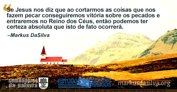 Igreja branca com telhado vermelho ao fundo, com altas montanhas. Texto com citação do estudo sobre o sermão da montanha.