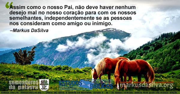 Dois cavalos pastando em uma alta montanha. Texto sobre o Sermão da Montanha.